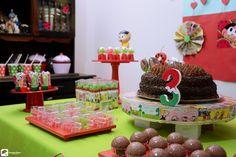 """Algumas das fotos da festinha de Maria Júlia, que fez 3 aninhos!! O tema foi os """"Magali""""!! Tudo registrado com muito carinho pelas lentes do Guarda-Chuva Audiovisual!! ....... Decoracao e Personalizados:@fernandahpinto Bolo:@casadosdoces Doces:@delikata Bandejas: @leplateaux  Fotos:@guardachuvaav ........ #aniversáriode3anos #3anos #3anosmariajulia #aniversáriomariajuliar #fotos #produtoraaudiovisual #fotografia #fotosevento #evento #guardachuvaav #festademenina #melanciaemagali…"""