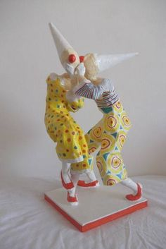 Escultura em papel de palhaços cochichando R$ 170,00