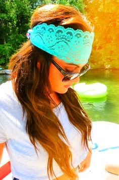 this headband is so cute I wish I  could pull that off:/