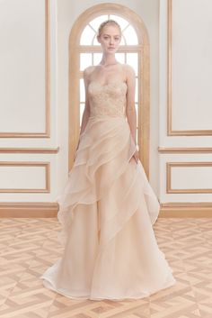 September 07 2016 at 11:28PM from fyeahgowns