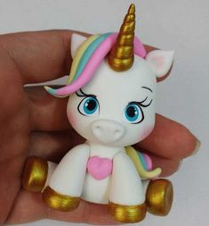 Imagem relacionada Polymer Clay Figures, Polymer Clay Creations, Cute Polymer Clay, Unicorn Birthday, Unicorn Party, Clay Projects, Clay Crafts, Fondant Animals, Fondant Toppers