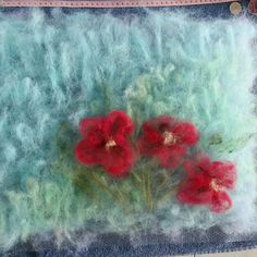 Inspired by the giant poppies flowering in my garden, I'm laying out some wool to wet felt