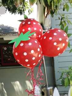 "Such a cute idea - make ""strawberry"" balloons with red polka dot balloons and green paper/cardstock ""stems""! Use PINK Strawberry Shortcake Birthday, Fruit Birthday, First Birthday Parties, Birthday Party Decorations, First Birthdays, Birthday Ideas, Polka Dot Balloons, Strawberry Decorations, Fruit Party"