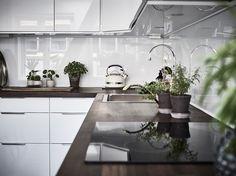 Entrance Fastighetsmäkleri #interior #kitchen #kök #bänkskiva #glasskiva #interiör