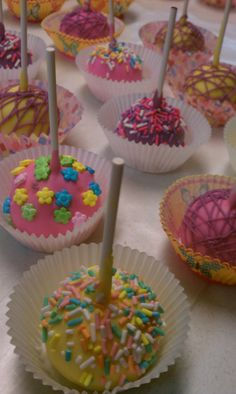 Cakepops- love the idea of putting it in a cupcake wrapper...