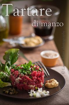 io...così come sono...: Tartare di manzo–Beef tartare Beef Tartare, Tartare Recipe, Carpaccio, Menu, Weird Food, Meat Lovers, Some Recipe, Antipasto, Food Plating