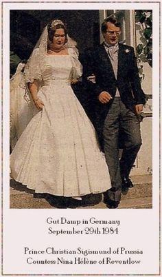Royal Wedding Gowns, Royal Weddings, Wedding Dresses, Prince Héritier, Reine Victoria, 29 September, Diamond Tiara, Casa Real, Royal Jewelry