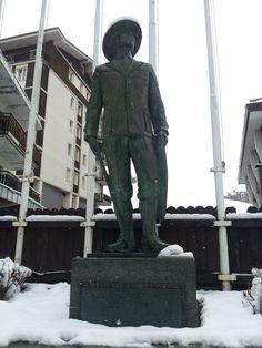 Breuil Cervinia  Statua commemorativa   foto di Fabio GRANDE #invasionidigitali #digitalinvasions #breuilcervinia #valtournenche #aostavalley