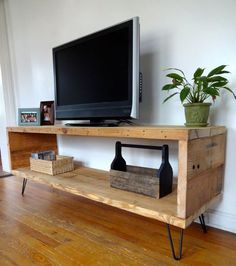 Looking for ideas to build your own entertainment center that suits your tastes and the space in your living room. Get inspired free DIY entertainment center ideas to get started. Home Furniture, Furniture Design, Palette Furniture, Rustic Furniture, Antique Furniture, Modern Furniture, Upcycled Furniture, Cheap Furniture, Furniture Plans