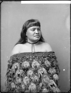 vintage everyday: Moko Kauae: 30 Incredible Portraits of Maori Women With Their Tradition Chin Tattoos from the Early Century Maori People, Tribal People, Maori Tribe, Polynesian People, Samoan Tattoo, Maori Tattoos, Maori Art, People Around The World, World Cultures