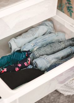 A Mix of Min provides tips on optimizing closet space with The Container Store and their customer Elfa closets. Shipping Container Design, Cargo Container Homes, Container Store, Container Cabin, Uk Fashion, Korean Fashion, Disco Fashion, Fashion Mask, Fashion Blogs