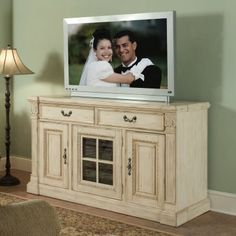 Homey Design Furniture on The Rustic Homey Rubbed Finish Furniture Look Is A Design Favorite But