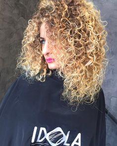 Spesso i capelli ricci sono molto difficili da gestire e da tenere in ordine, risultando in alcuni casi troppo voluminosi e in altri troppo piatti o troppo crespi.Scegli ⚡️STAY CURL⚡️ un prodotto per ricci perfetti, dalla forma invidiabile e una chioma impeccabile🎆 Noi ci troviamo a Piazza nazionale 42a 43 📞PER INFO: 081201024 ✅WHATSAPP: 3317443476 ✂️HAIR IDOLA SALOON  #idola #saloon #parrucchieri #arte #napoli  #fashion #hair #cut #Napolistyle  #amalfi #portici #salerno #sorrento #Ischia…