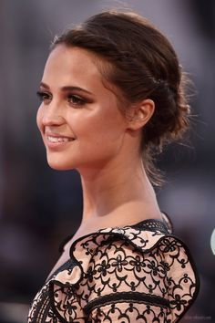 Alicia Vikander Hair twist