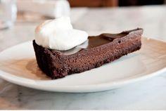 Huckleberry chocolate pudding pie