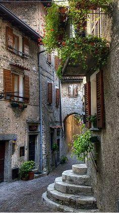 Tremosine Italy √