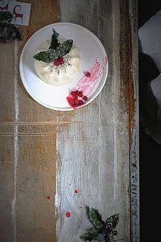 Vanilla panna cotta with the currant sauce / Agnieszka Krach