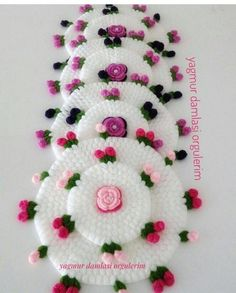 Most popular fiber models 2019 - Canım Anne - My Recommendations Crochet Doilies, Crochet Flowers, Crochet Stitches, Weaving Patterns, Knitting Patterns, Woolen Craft, Diy And Crafts, Arts And Crafts, Baby Dress Patterns