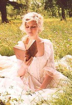 Kirsten Dunst reads