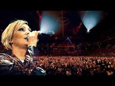 Tanja Lasch - Die immer lacht (Live in der Barcleycard Arena Hamburg) - YouTube