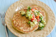 Summer Corn Cakes with Avocado Salsa Corn Recipes, Lunch Recipes, Real Food Recipes, Vegetarian Recipes, Salsa, Eliminating Sugar, Eat Yourself Skinny, Corn Cakes, Grain Foods