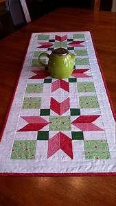 Table Runner And Placemats Quilted Table Runners Quilted Table Runner Patterns Easy Quilts Small Quilts Quilted Table Toppers Christmas Runner Christmas Cactus Christmas Quilting Patchwork Table Runner, Table Runner And Placemats, Quilted Table Runners, Modern Table Runners, Quilted Table Runner Patterns, Christmas Patchwork, Christmas Sewing, Christmas Quilting, Colchas Quilting