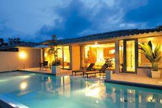 オリエンタルヒルズ沖縄 Okinawa Beach, Okinawa Japan, Best Resorts, Travel Alone, Beach Hotels, Nice View, Where To Go, Beach House, Beautiful Places