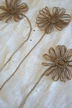 Cute use of twine flowers. Perfect for a linen or burlap table runner. Loom Flowers, Twine Flowers, Diy Flowers, Fabric Flowers, Paper Flowers, Rustic Flowers, Burlap Projects, Burlap Crafts, Craft Projects