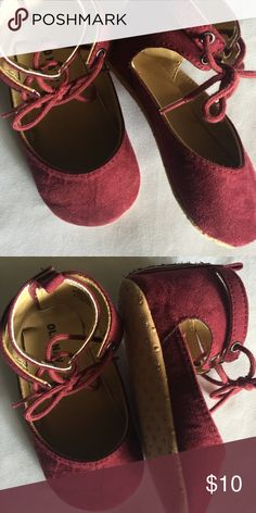 """Toddler shoes Old Navy Toddler Girl ballet flats w/ open velcro closure in back and soft bottoms. Good used condition 18/24M = 5"""" Shoes Baby & Walker"""