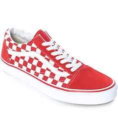 Add a punch of color to your retro look with the Old Skool skate shoes from Vans. Draped in a bright red and white checkered colorway, these shoes feature a combination of suede and canvas upper with the iconic Vans leather logos on the sides, a classic d Skate Shoes, Vans Shoes, Men's Vans, Red Checkered Vans, Look 2018, Vans Outfit, Dream Shoes, Vans Old Skool, Sock Shoes