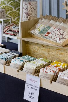 Clean, professional display, clear signage - easy to see at a glance what they have to offer. The Ink & Spindle stall - Finders Keepers Craft Show Booths, Craft Fair Displays, Craft Show Ideas, Display Ideas, Market Stall Display, Market Displays, Textiles, Towel Display, Deco Nature