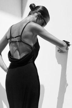 una-lady-italiana:    Photo Filep Motwary - Dress Tom Ford www.fashion.net