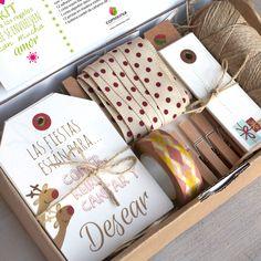 Kit para decorar vuestros regalos navideños Christmas Gift Wrapping, Diy Gifts, Christmas Gifts, Diy Paper, Paper Crafts, Kit Diy, Craft Packaging, Gift Wraping, Birthday Box