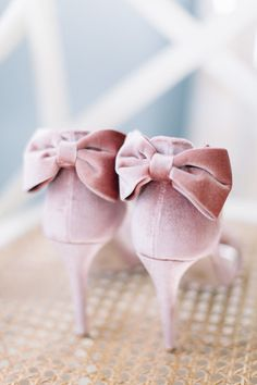 It's a Spring Thing - live/love/dream and travel the world Lilac Wedding, Wedding Day, Wedding Pinterest, Pinterest Board, Wedding Shoes, Wedding Bouquets, Seasonal Flowers, Wedding Planning Tips, Plan Your Wedding