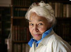 Nawal El Saadawi. - Google Search Daughters Of Isis, Egyptian Women, Beauty First, Circumcision, African Diaspora, Woman Standing, Human Rights, Women's Rights, Carry On