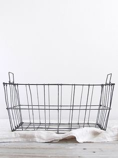 SUPPLY PAPER CO.   wire market basket