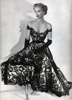 isa Fonssagrives-Penn 1951 - Dress by Hattie Carnegie