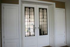 Moderne kamer en suite in jaren '30 stijl Decor, Doors, Inspiration, Ensuite, Interior Inspiration, Outdoor Decor, Interior, Stained Glass, Home Decor