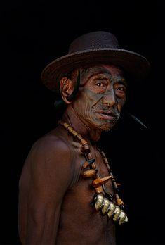 Koyak headhunter. Kamjong, Nagaland | © Patrick de WILDE
