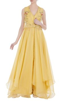 Buy Organza handkerchief hem anarkali set by Anushree Reddy at Aza Fashions Salwar Suit Neck Designs, Salwar Designs, Blouse Designs, Heavy Dresses, Simple Dresses, Western Dresses, Indian Dresses, Anarkali Dress, Anarkali Suits