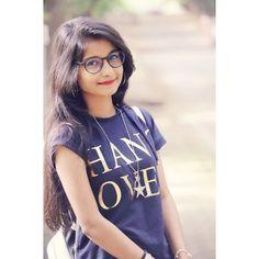 Image may contain: 1 person, eyeglasses Beautiful Girl Photo, Cute Girl Photo, Beautiful Girl Indian, Girl Photo Poses, Girl Poses, Cute Girl Face, Stylish Girls Photos, Beauty Full Girl, Boho