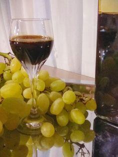 Πετιμέζι ... Θαυματουργό σιροπάκι !!!! ~ ΜΑΓΕΙΡΙΚΗ ΚΑΙ ΣΥΝΤΑΓΕΣ 2 Red Wine, Alcoholic Drinks, Glass, Food, Liqueurs, Drinkware, Corning Glass, Essen, Liquor Drinks