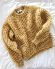 a knit and crochet community Ravelry: Purchase from Store: Esther & Sweater Knitting Patterns, Knitting Stitches, Baby Knitting, Knitting Sweaters, Knitwear Fashion, Knit Fashion, Fashion Fashion, Stephane Rolland, Damen Sweatshirts