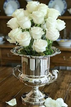 Fall Ideas Tour and Flowers for Staging Silver Roses, White Roses, White Flowers, Flower Boxes, My Flower, Beautiful Roses, Beautiful Flowers, Special Flowers, French Country Decorating