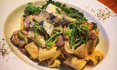 Pasta är bland det godaste som finns och så kul att laga. Det finns så mycket plats för kreativitet och nytänkande. Kombinera dina favoritgrönsaker med fa Vegetarian, Pasta, Vegan, Chicken, Food, Noodles, Meals, Cubs, Pasta Recipes