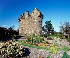 Graham ancestral home-Claypotts Castle Dundee  clangrahamofthewest.org