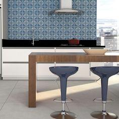 A cozinha é um ambiente muito frequentado na casa, por isso que tal deixa-lo com uma aparência diferente? Experimente a coleção Lisboa em uma das paredes, ela pode ser o detalhe que falta para deixar o espaço bonito e diferenciado. #ceramicaportinari #cozinha #decoracao #porcelanato