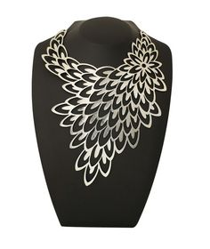 Stunning necklace for wear on plain colour
