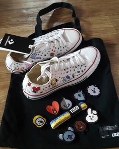 Awaiting for my Taylor shoes. once again thanks for my lovely sister from another mother in SK Mochila Do Bts, Bts Clothing, Bts Concert, Things To Buy, Stuff To Buy, Kpop Merch, Shoe Art, Kpop Outfits, Custom Shoes