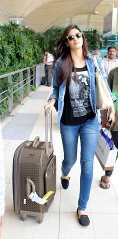 One method you can immediately look modern is to incorporate existing patterns in your OOTDs. However beware with patterns and certainly do not dress in trendy pieces head-to-toe. Try pairing some torn denims with an easy shirt for starters. Indian Celebrities, Bollywood Celebrities, Bollywood Fashion, Bollywood Actress, Tamil Actress, Casual Office Fashion, Work Fashion, Western Girl Outfits, Casual Outfits